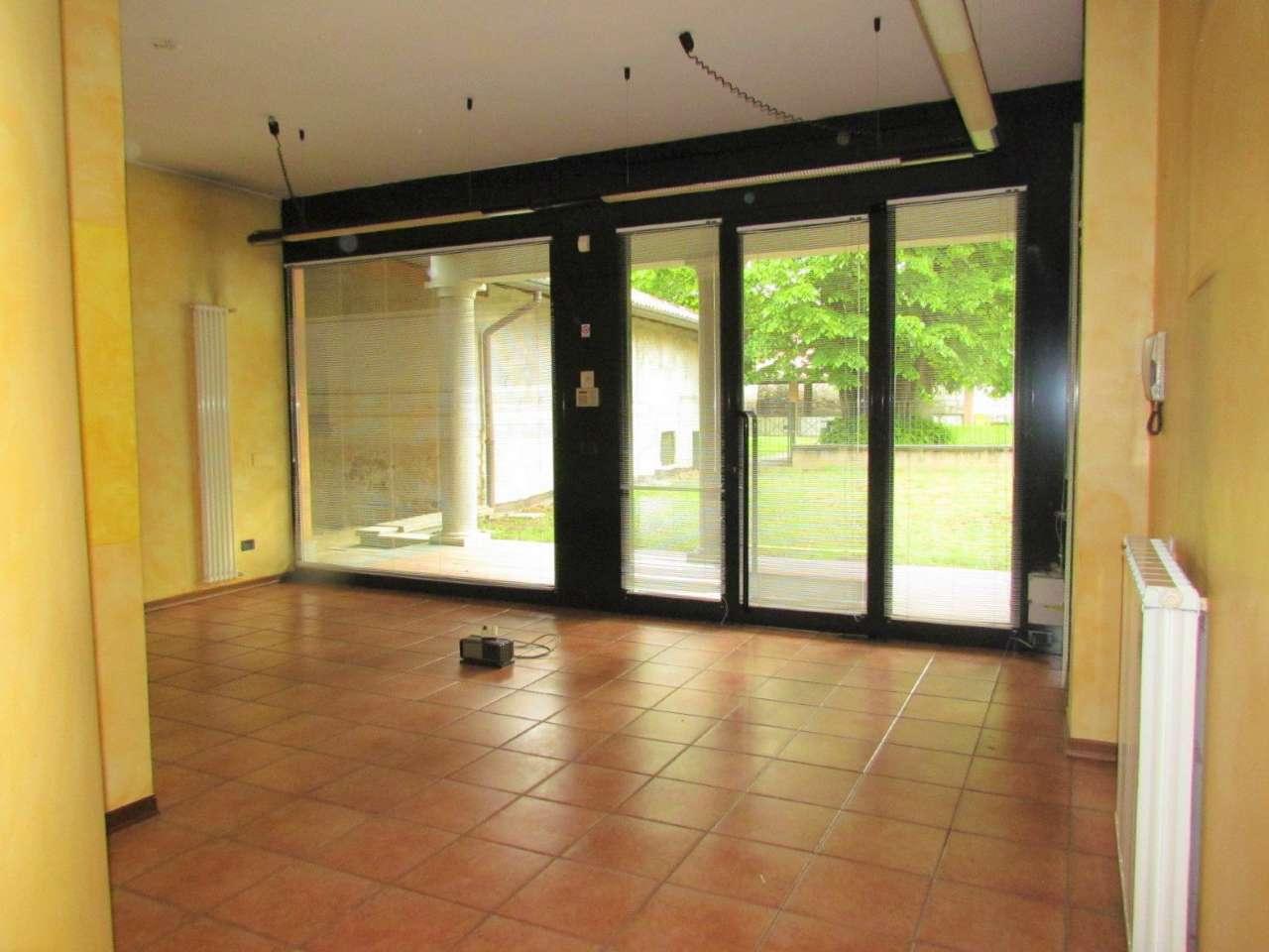 Negozio / Locale in vendita a Vedano Olona, 3 locali, prezzo € 125.000 | CambioCasa.it