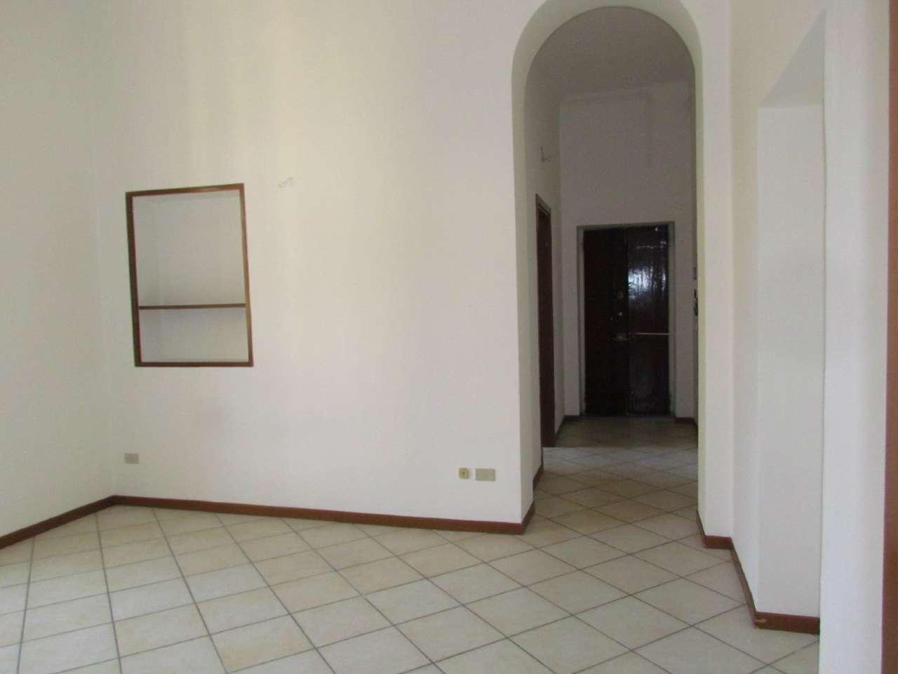 Appartamento in affitto a Tradate, 2 locali, prezzo € 450 | CambioCasa.it