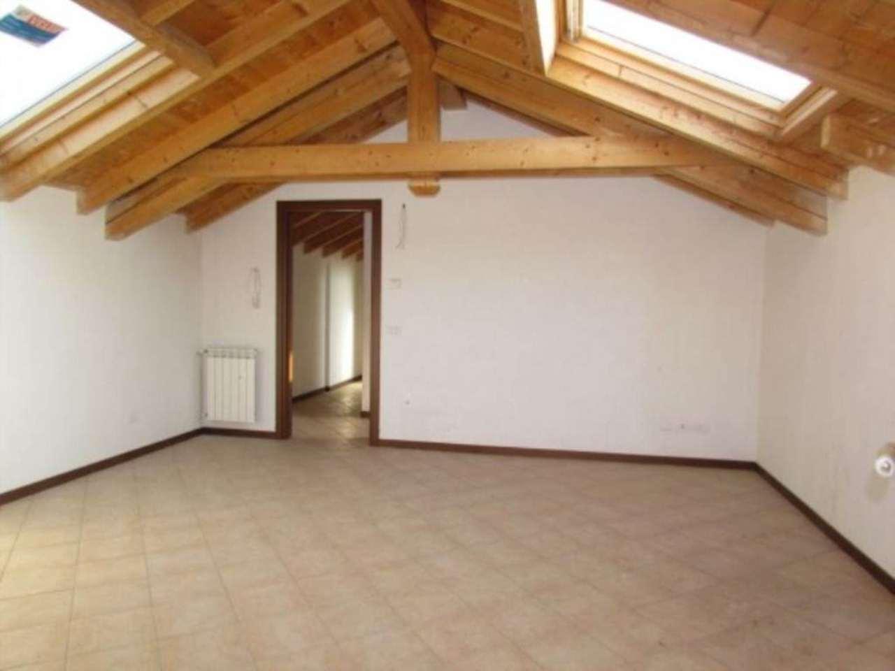Appartamento in vendita a Lonate Ceppino, 3 locali, prezzo € 118.000 | Cambio Casa.it