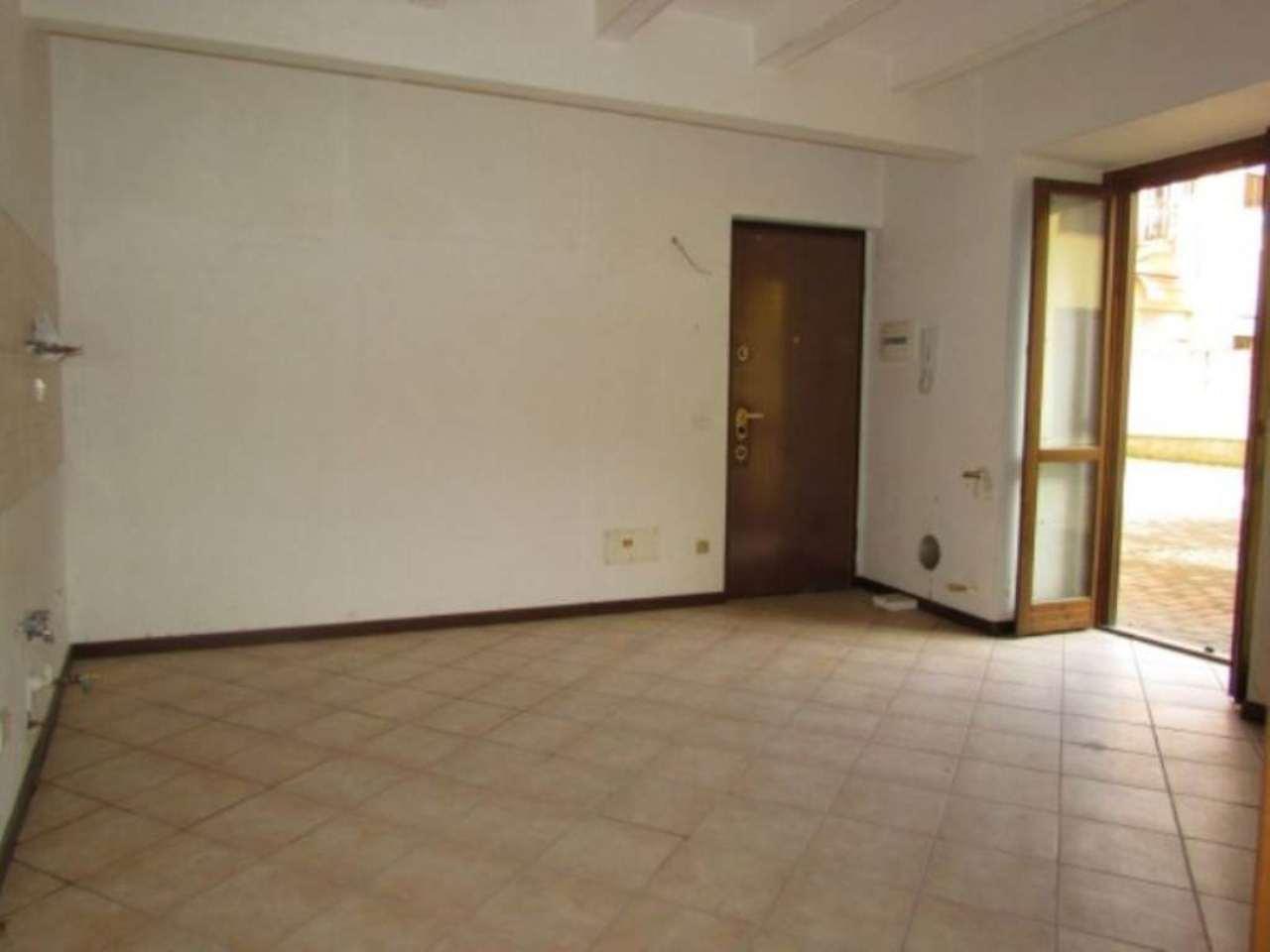 Appartamento in vendita a Lonate Ceppino, 2 locali, prezzo € 85.000 | Cambio Casa.it