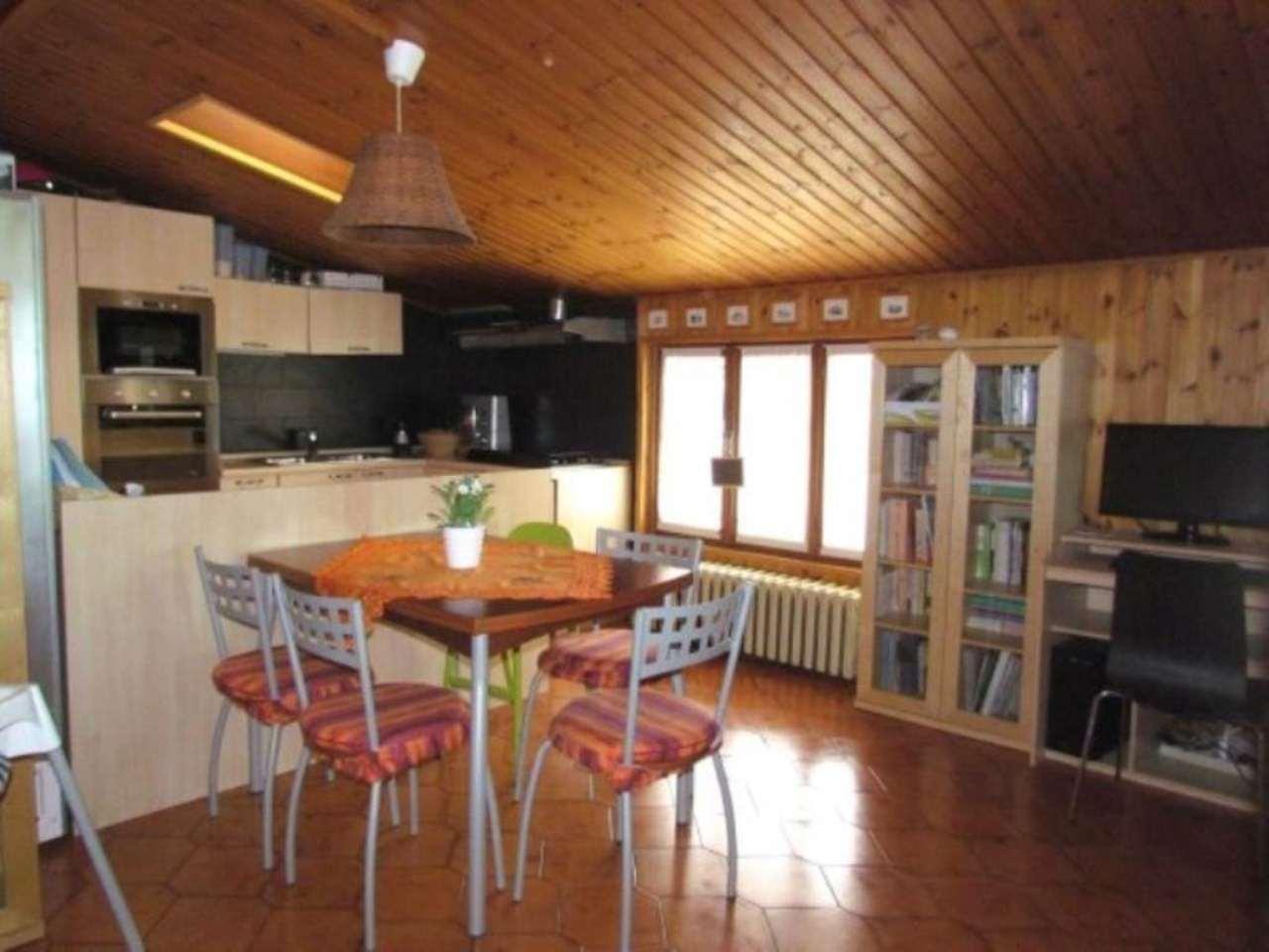 Appartamento in vendita a Tradate, 3 locali, prezzo € 80.000 | CambioCasa.it