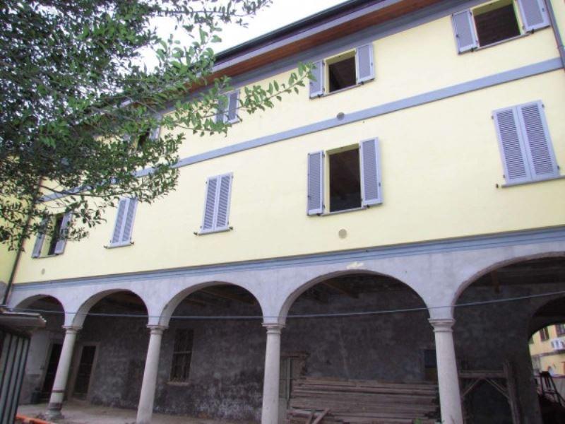 Rustico / Casale in vendita a Lonate Ceppino, 6 locali, prezzo € 330.000 | CambioCasa.it