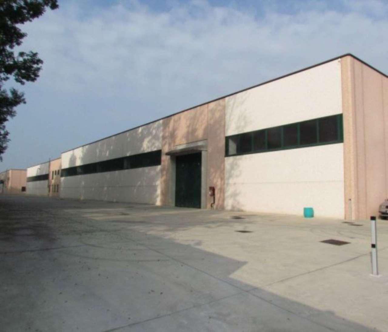 Capannone in affitto a Tradate, 5 locali, prezzo € 5.000 | Cambio Casa.it