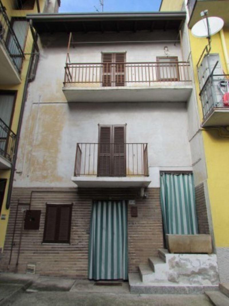 Soluzione Indipendente in vendita a Tradate, 3 locali, prezzo € 40.000 | Cambio Casa.it