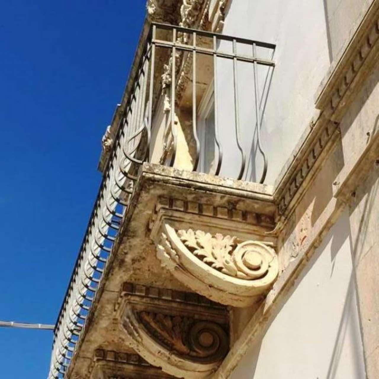Palazzo / Stabile in vendita a Noto, 6 locali, prezzo € 380.000 | CambioCasa.it