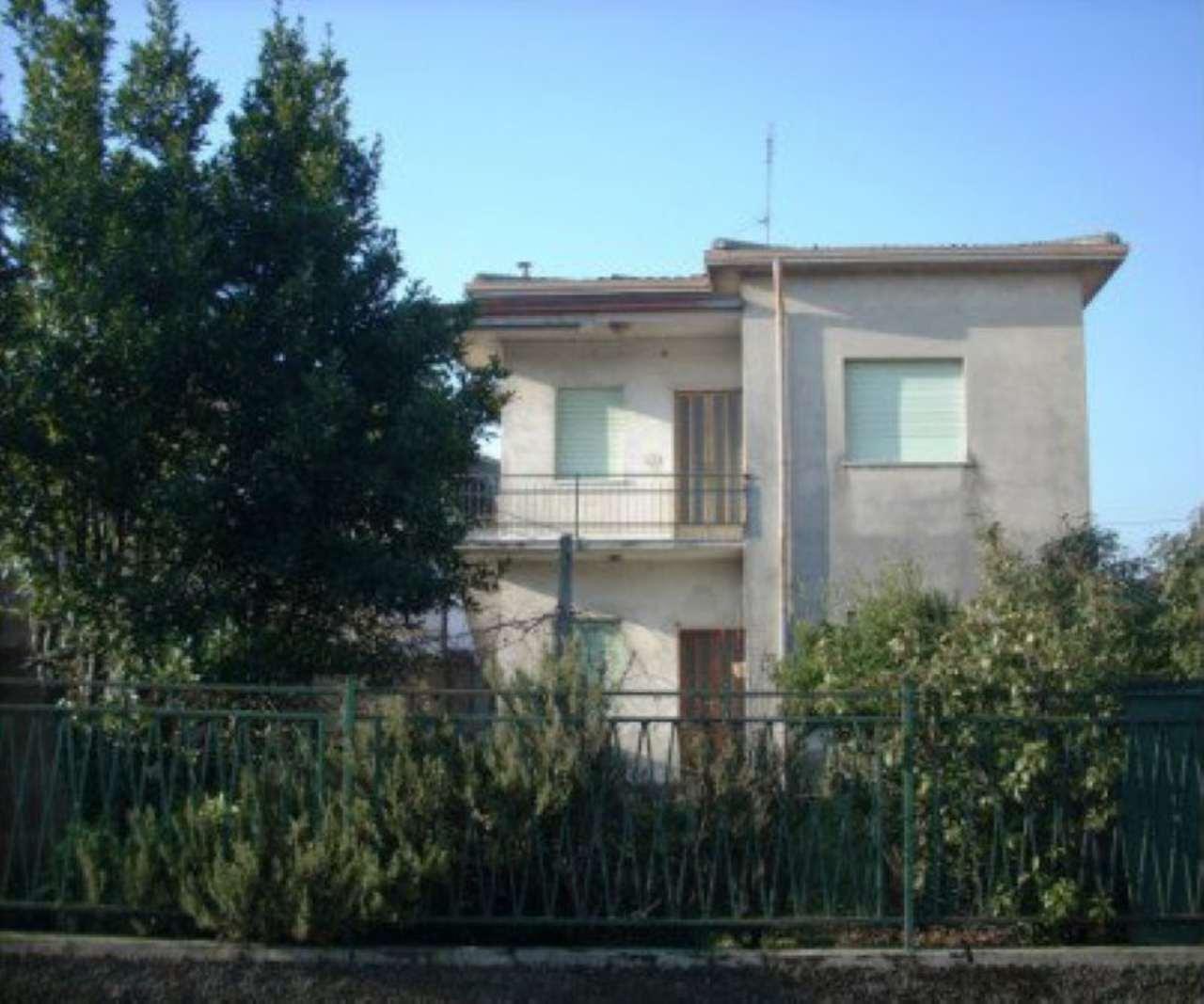 Villa in vendita a Caravaggio, 4 locali, prezzo € 155.000 | Cambio Casa.it