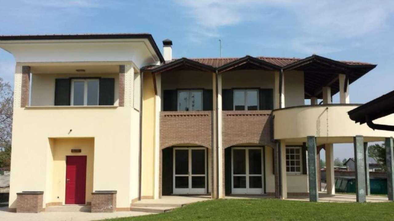 Villa in vendita a Caravaggio, 5 locali, prezzo € 395.000 | Cambio Casa.it