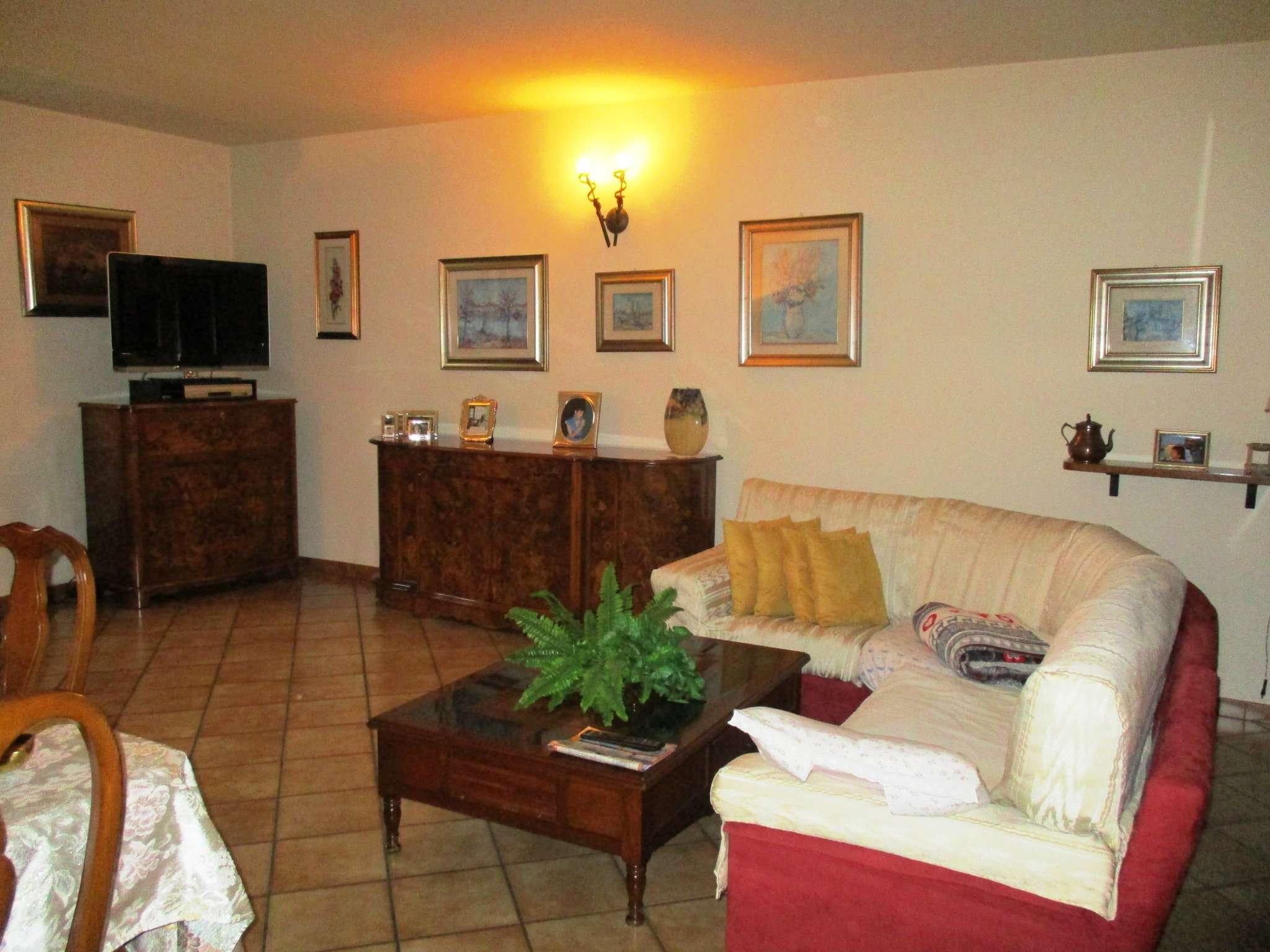 Villa in vendita a Treviglio, 5 locali, prezzo € 315.000 | CambioCasa.it