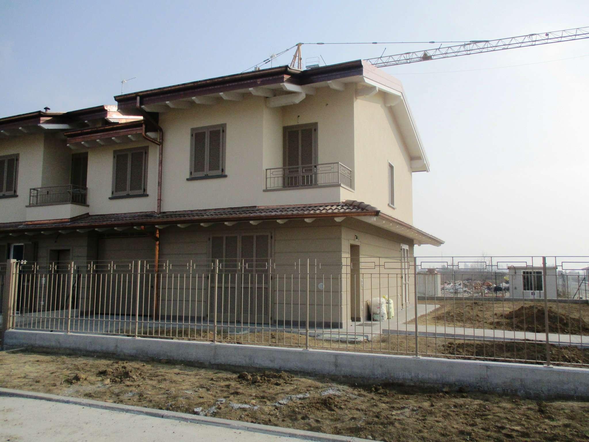 Villa in vendita a Caravaggio, 5 locali, prezzo € 290.000 | CambioCasa.it
