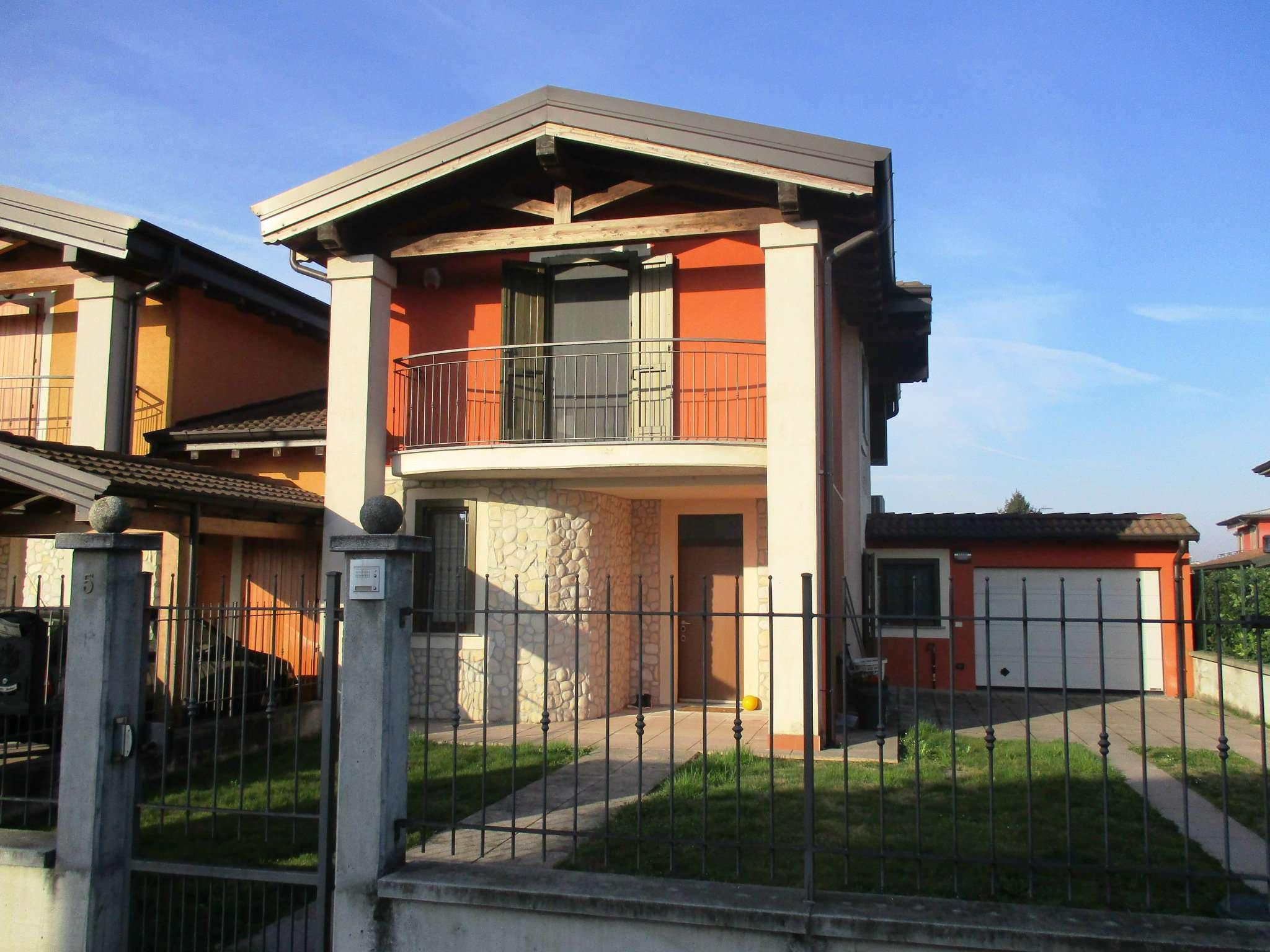 Villa Bifamiliare in vendita a Casale Cremasco-Vidolasco, 4 locali, prezzo € 185.000 | CambioCasa.it