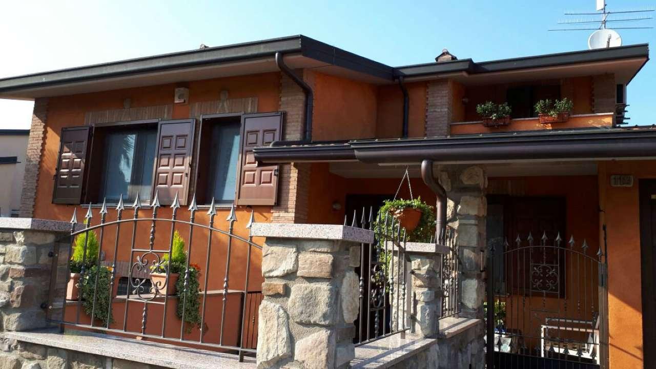 Villa Bifamiliare in vendita a Pagazzano, 4 locali, prezzo € 320.000 | Cambio Casa.it