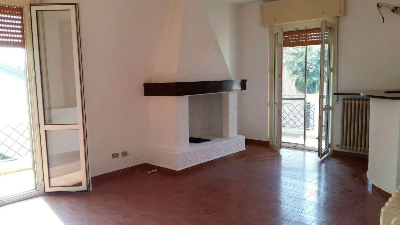 Villa Bifamiliare in vendita a Fornovo San Giovanni, 5 locali, prezzo € 125.000 | CambioCasa.it