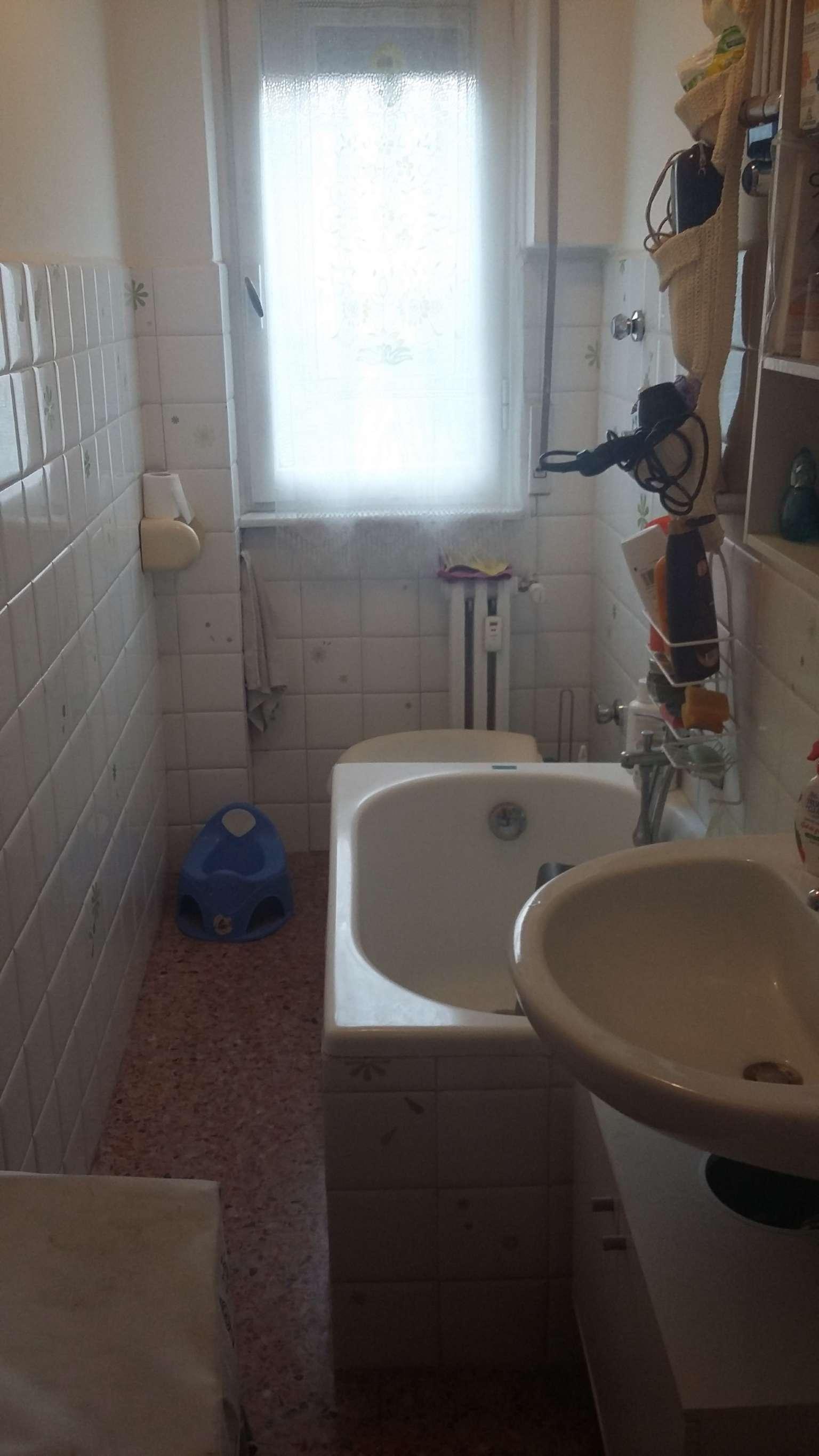 Bilocale Cinisello Balsamo Via Liguria 11