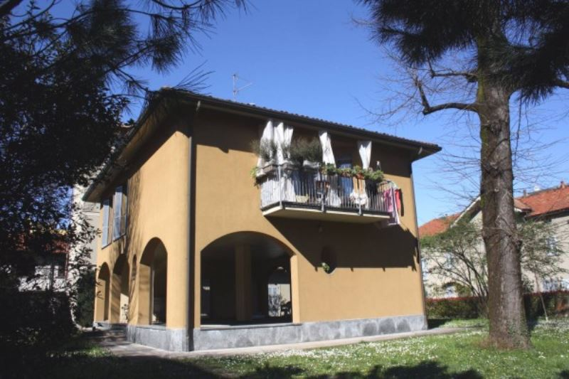 Appartamento in affitto a Seregno, 4 locali, prezzo € 750 | CambioCasa.it