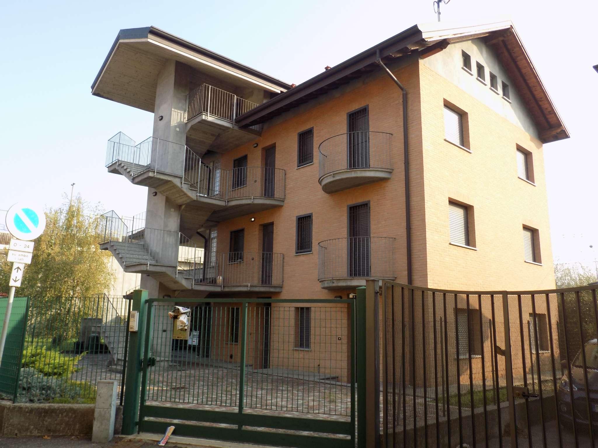 Villa Tri-Quadrifamiliare in Vendita a Paderno Dugnano