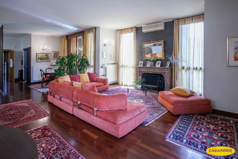 Villa in vendita a Cernusco sul Naviglio, 5 locali, prezzo € 980.000 | Cambio Casa.it