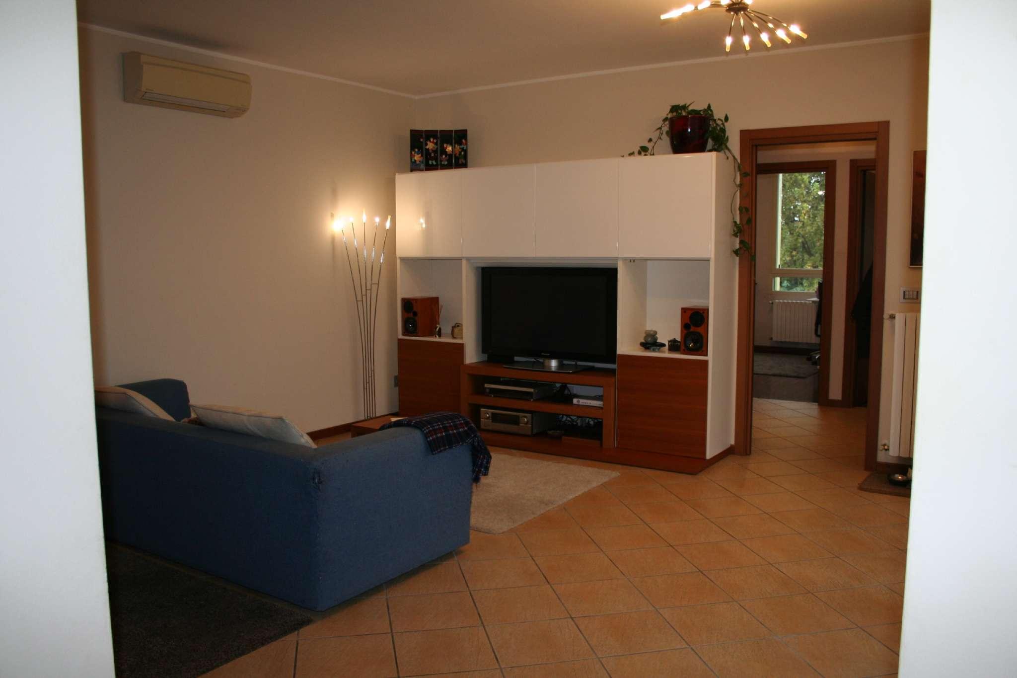Appartamento in vendita a Segrate, 4 locali, prezzo € 240.000 | Cambio Casa.it