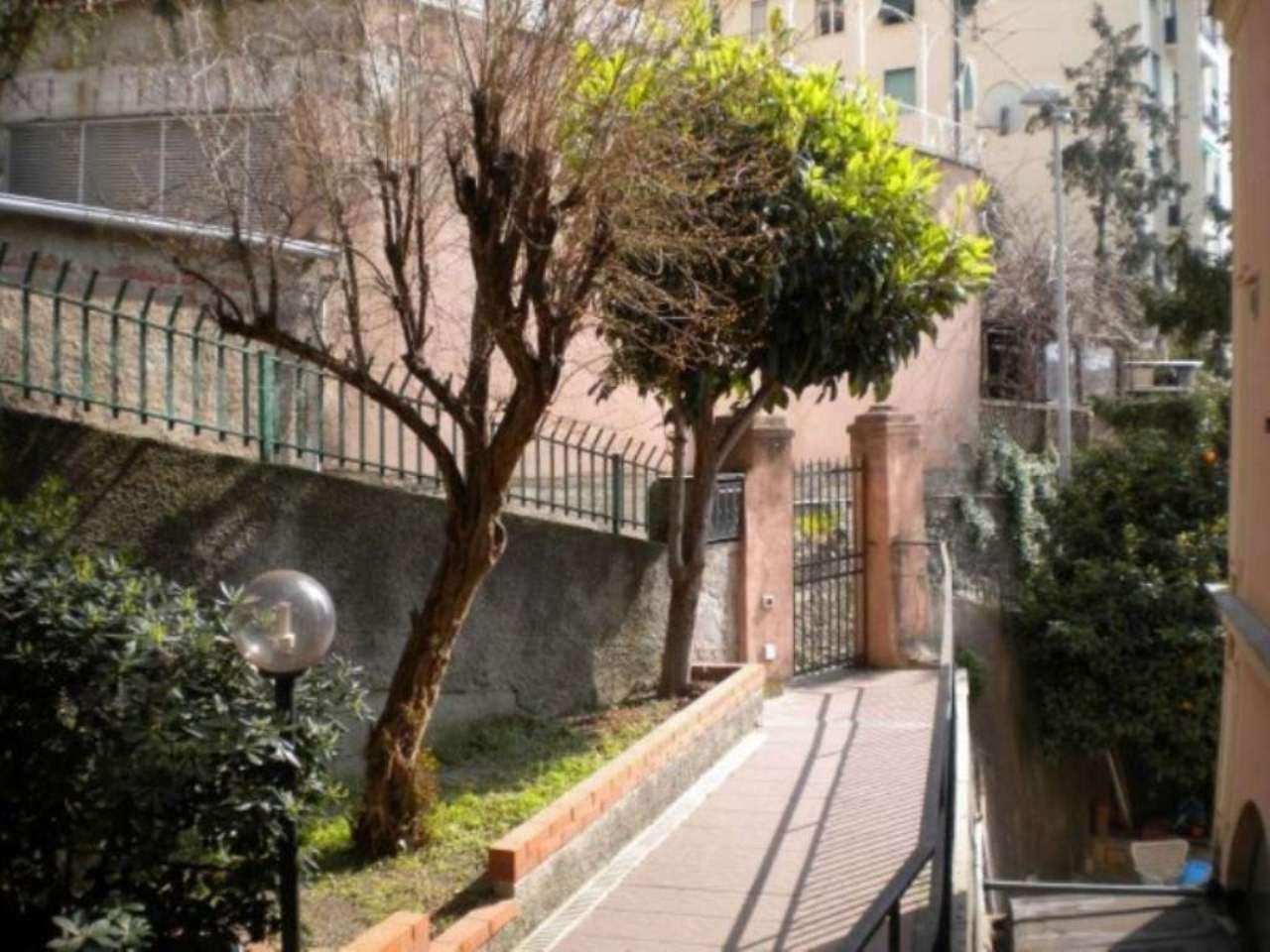 Bilocale Genova Via Dei Giardini 1