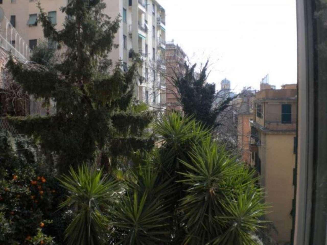 Bilocale Genova Via Dei Giardini 5