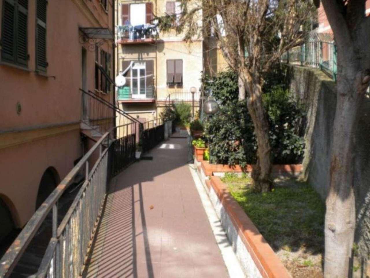 Bilocale Genova Via Dei Giardini 8