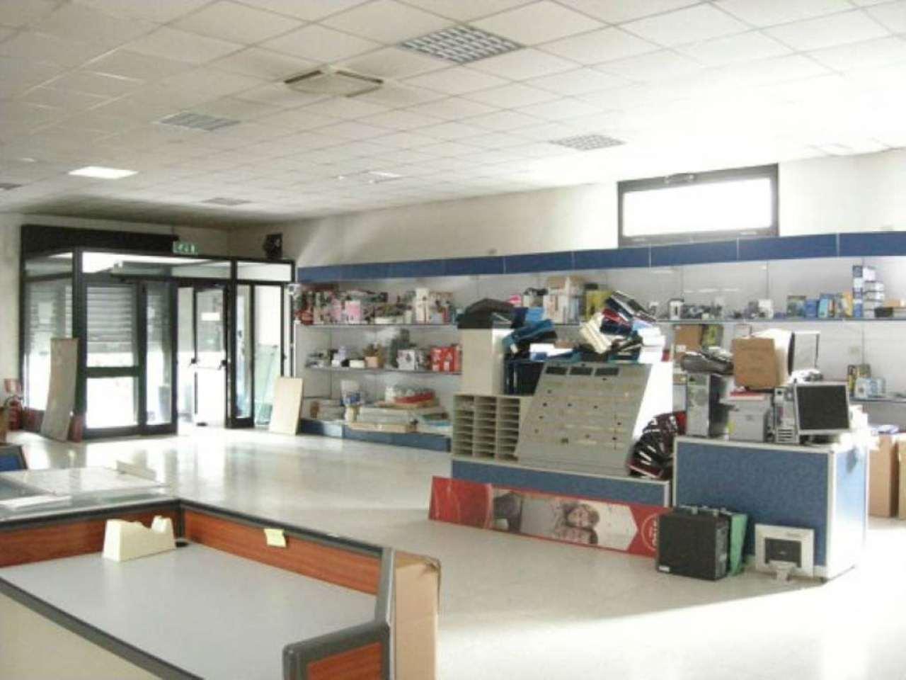 Negozio / Locale in vendita a Pioltello, 9999 locali, prezzo € 400.000 | Cambio Casa.it