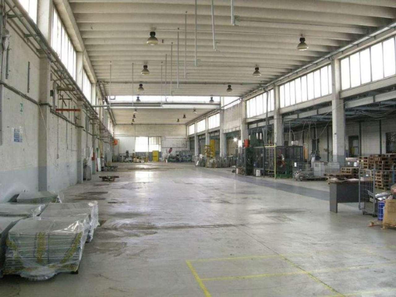 Capannone in vendita a Truccazzano, 9999 locali, Trattative riservate | CambioCasa.it