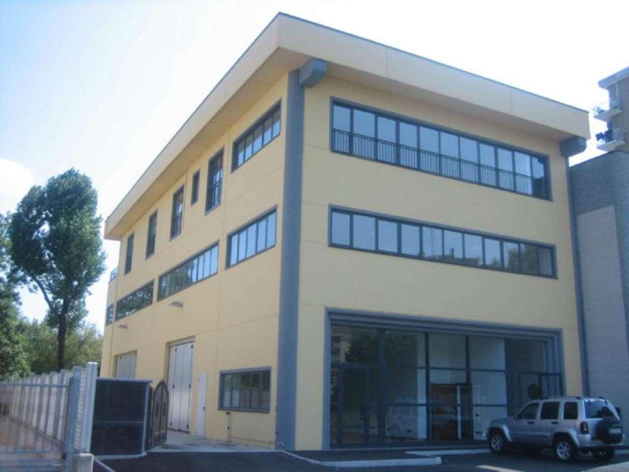 Capannone in affitto a Cernusco sul Naviglio, 9999 locali, prezzo € 900 | Cambio Casa.it