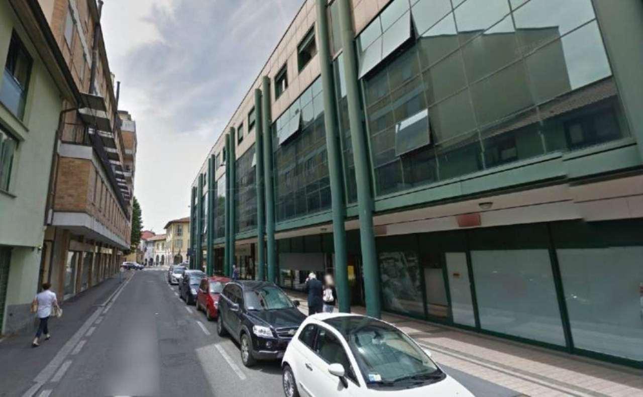 Negozio / Locale in affitto a Treviglio, 9999 locali, prezzo € 1.333 | CambioCasa.it