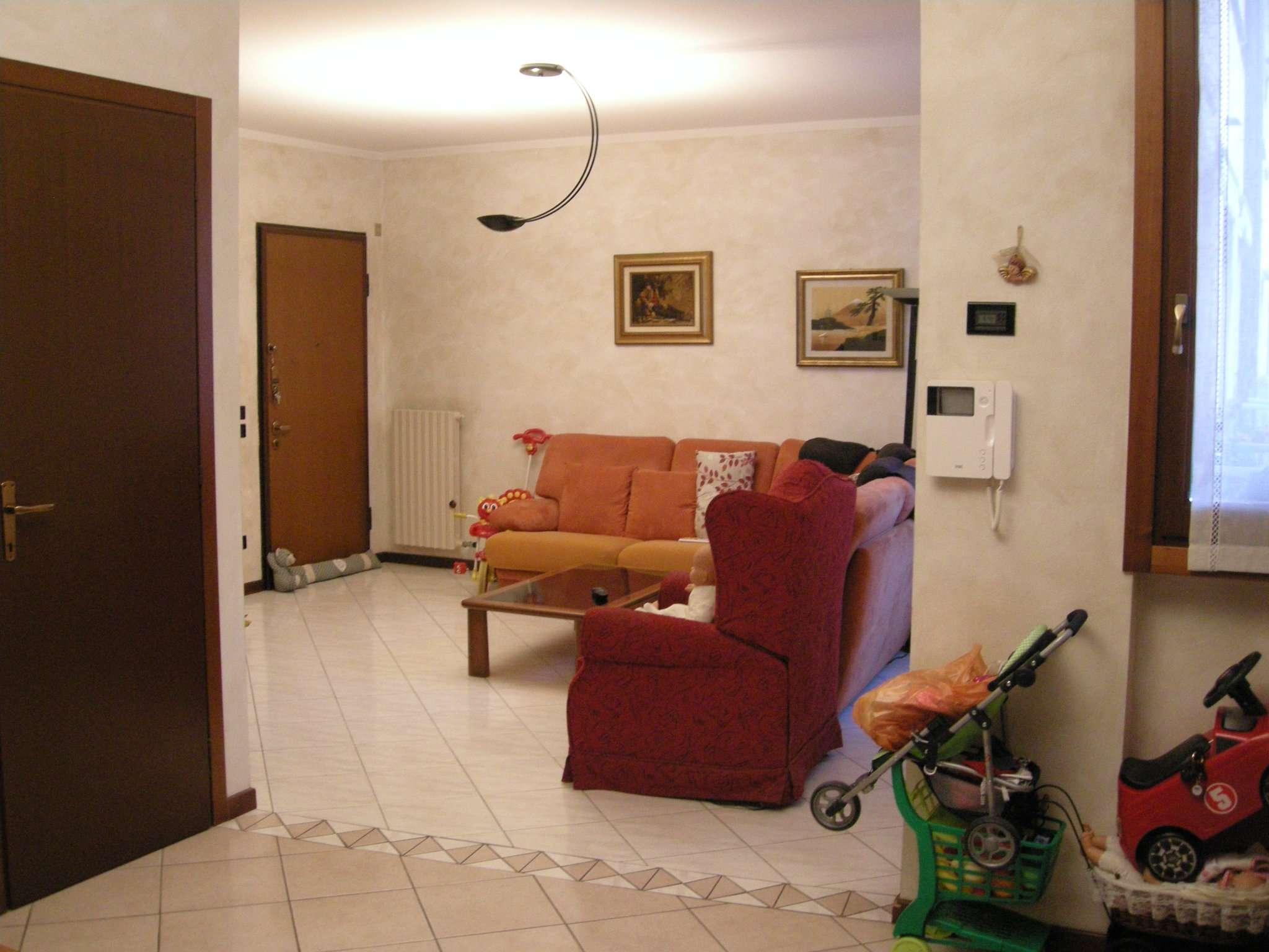 Appartamento in vendita a Carugate, 4 locali, prezzo € 250.000 | Cambio Casa.it