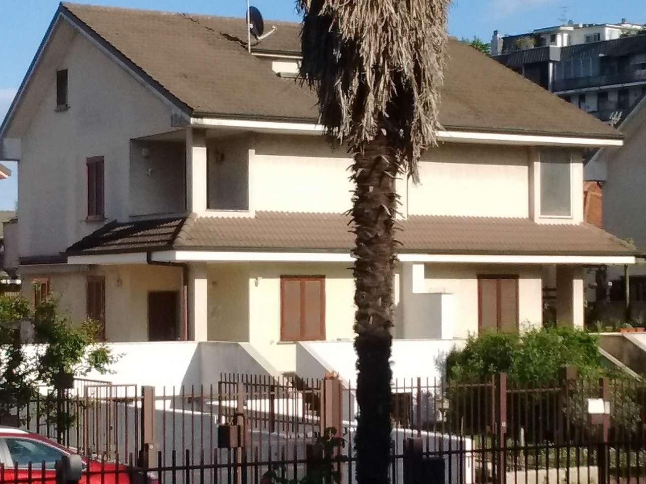Villa in vendita a Brugherio, 6 locali, prezzo € 540.000 | Cambio Casa.it