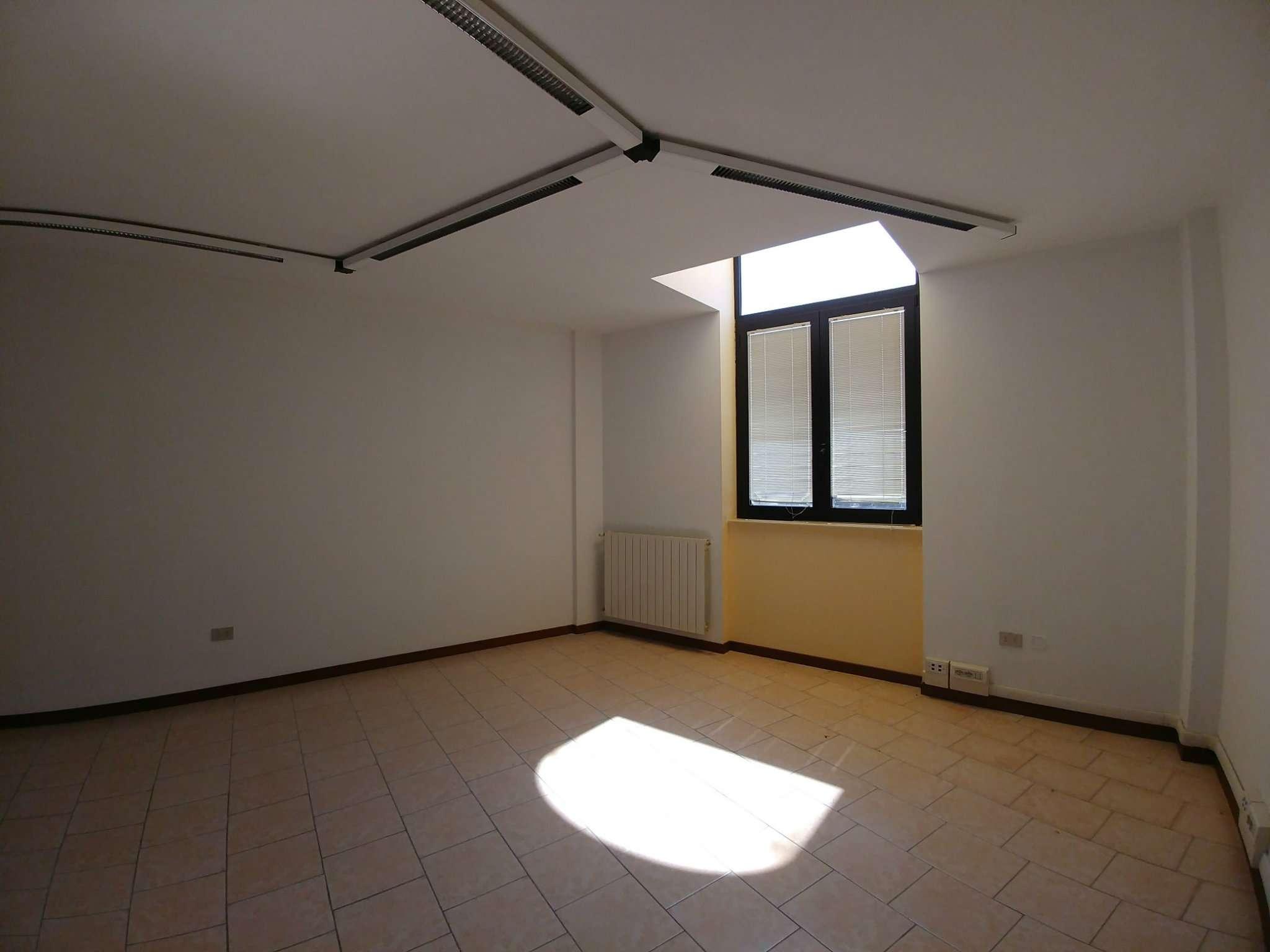 Ufficio / Studio in Affitto a Pessano con Bornago