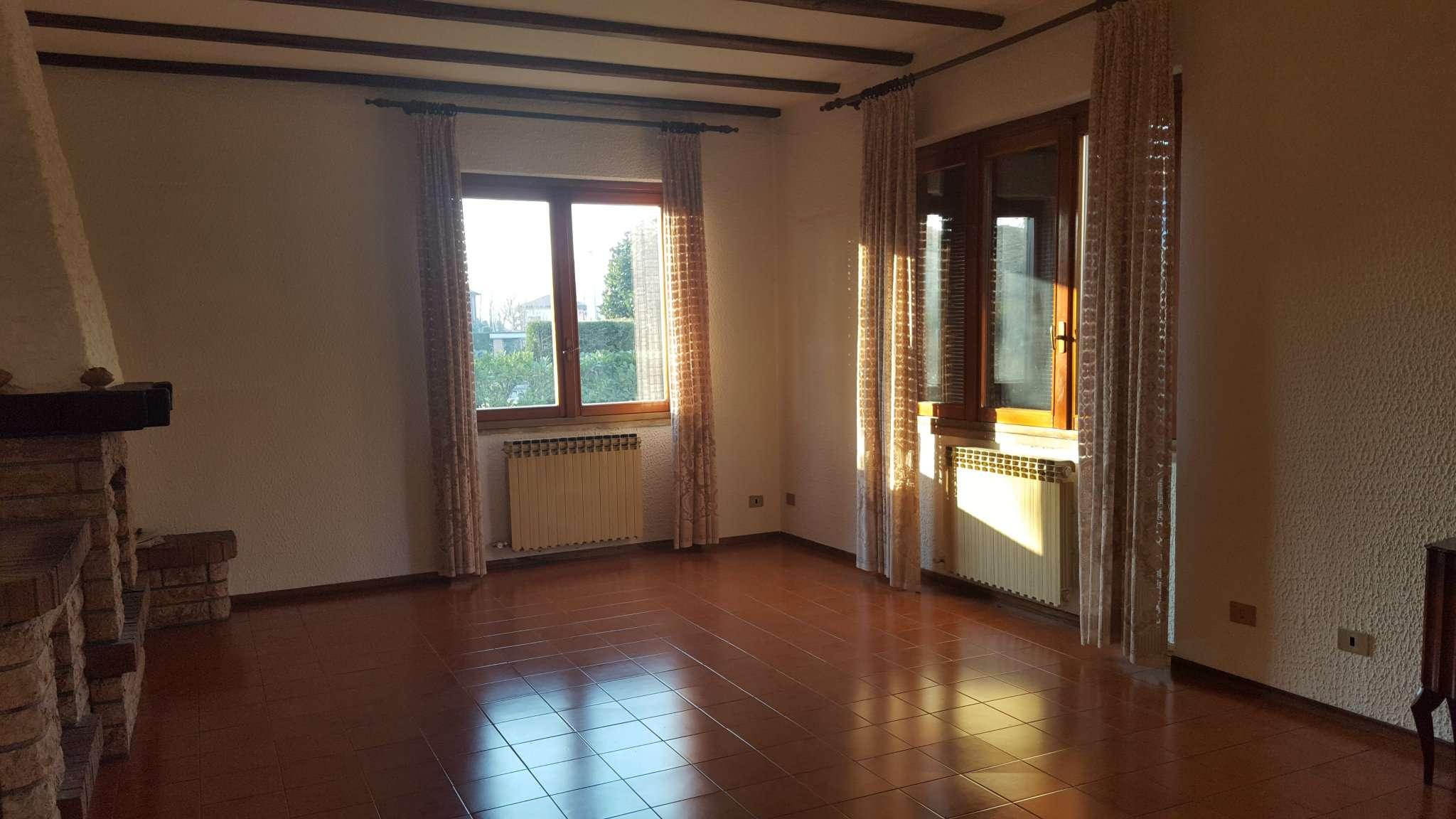 Villa a Schiera in vendita a Cassano d'Adda, 5 locali, prezzo € 268.000 | CambioCasa.it