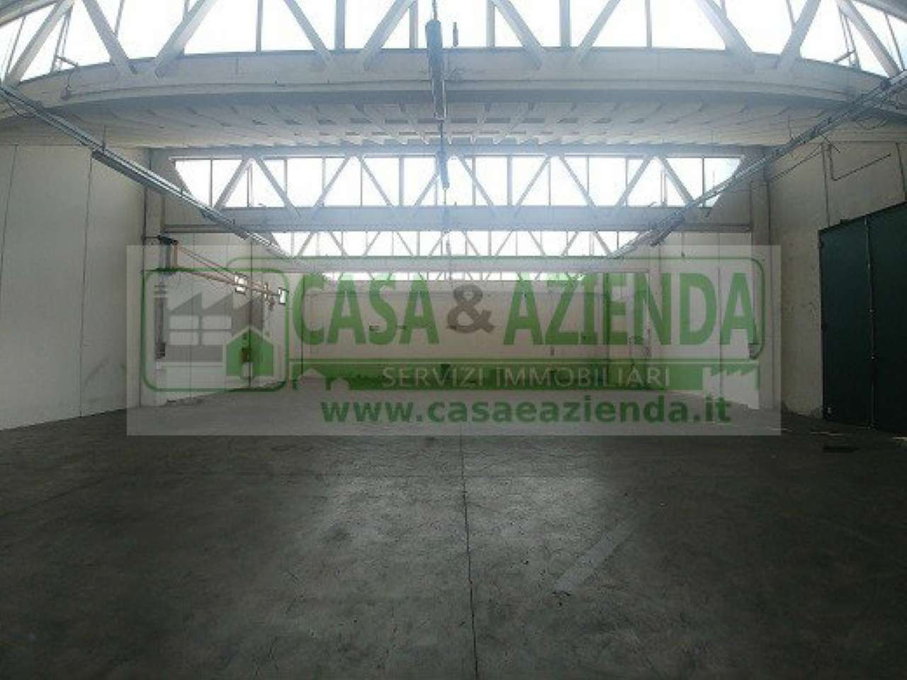 Capannone in Affitto a Pessano con Bornago