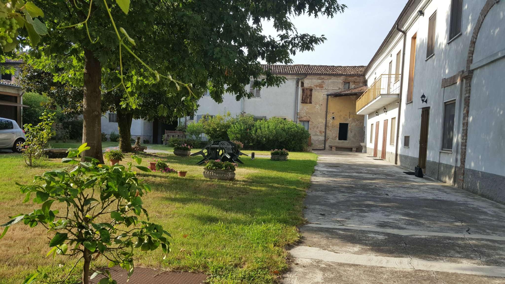 Rustico / Casale in vendita a Rivolta d'Adda, 10 locali, Trattative riservate | CambioCasa.it