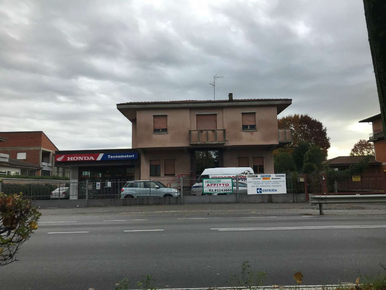 Negozio / Locale in affitto a Osio Sotto, 9999 locali, prezzo € 3.000   CambioCasa.it