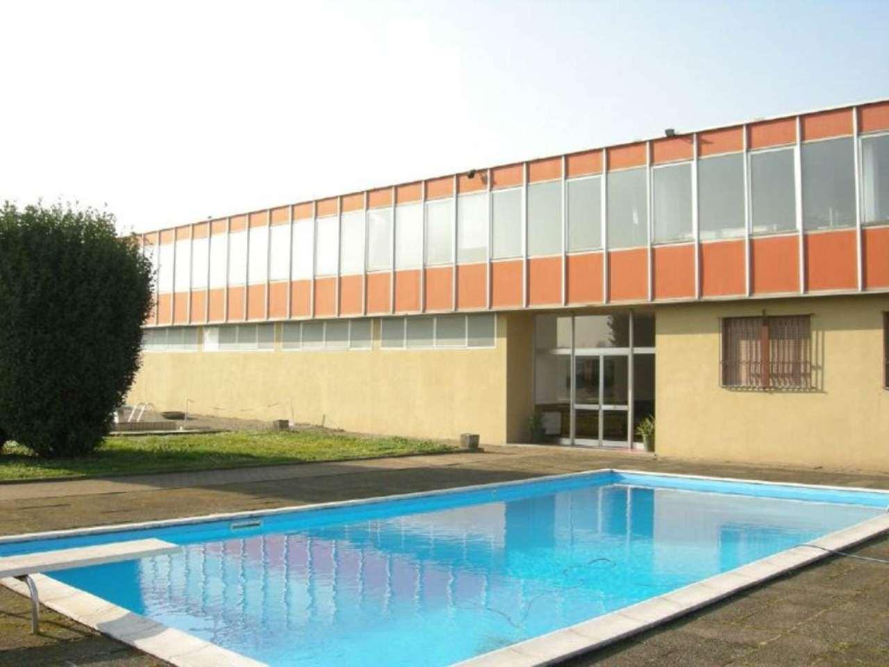 Capannone in vendita a Cassina de' Pecchi, 9999 locali, Trattative riservate | Cambio Casa.it