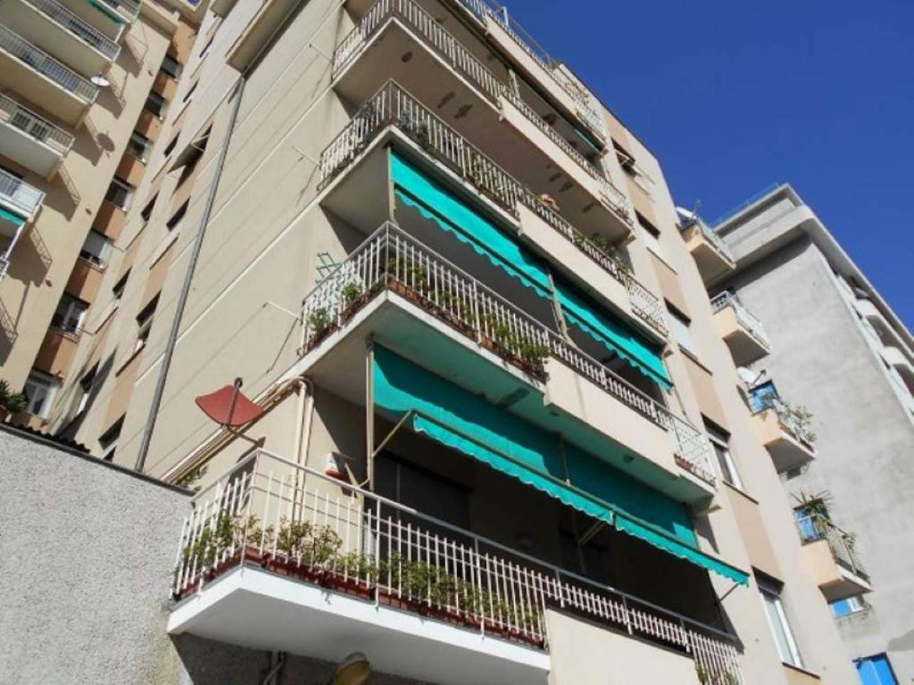 Appartamento in affitto a Genova, 7 locali, prezzo € 750 | Cambio Casa.it