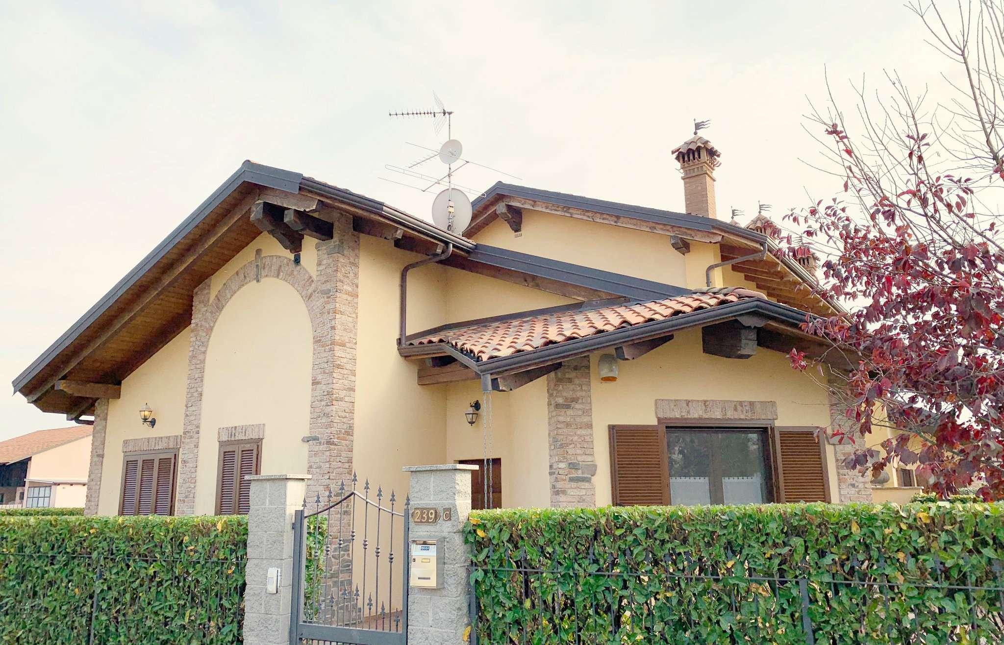 Foto 1 di Villa via GARIBALDI, frazione Tonengo, Mazzè