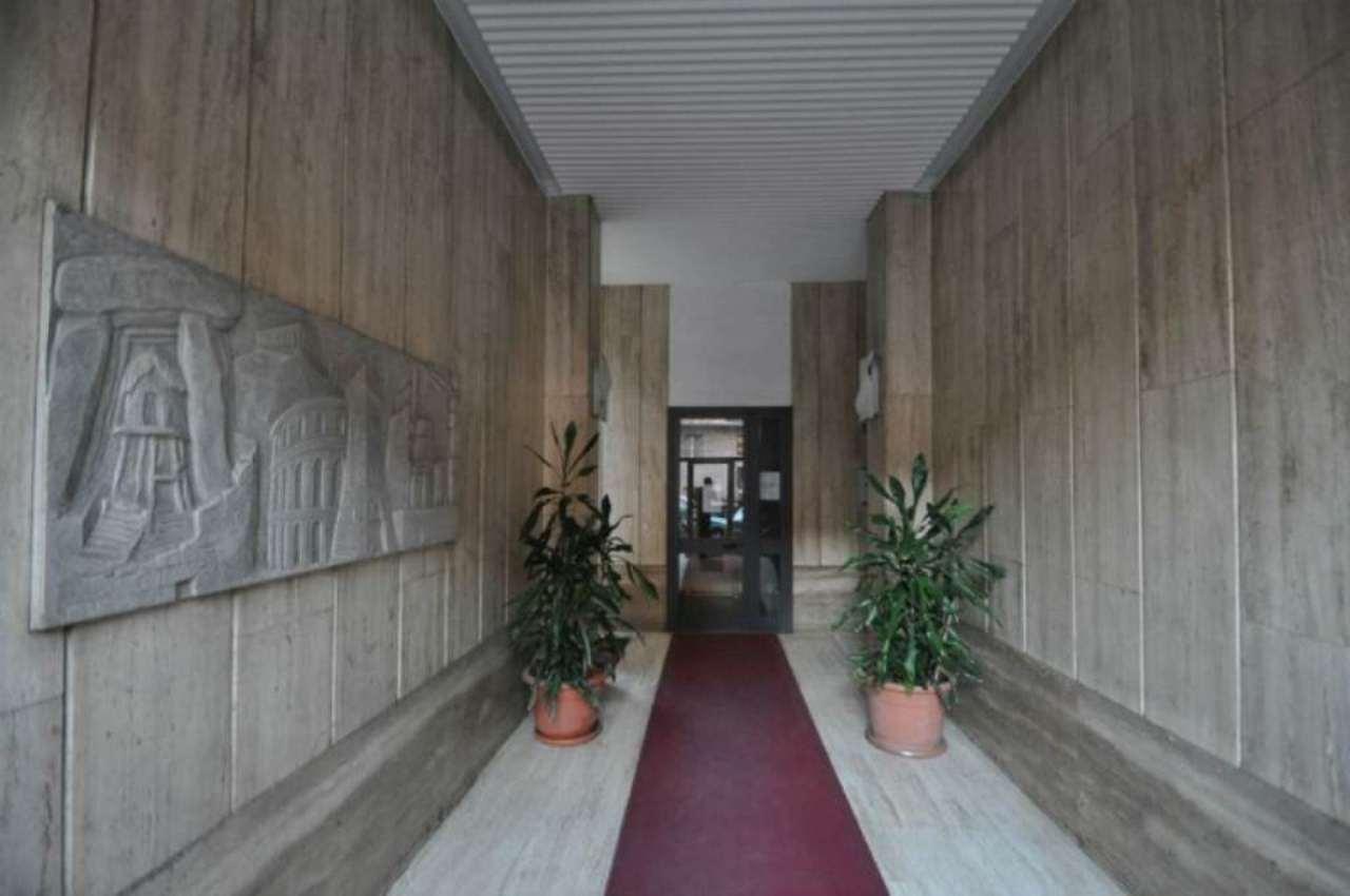 Bilocale Milano Via Tavazzano 2