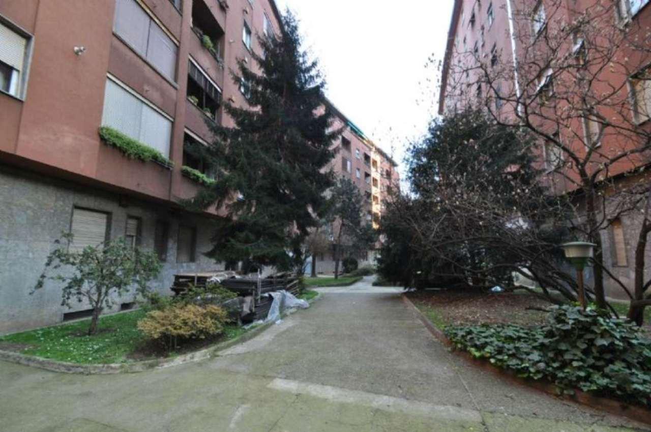Bilocale Milano Via Tavazzano 4