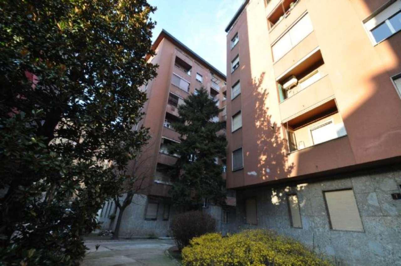 Bilocale Milano Via Tavazzano 1