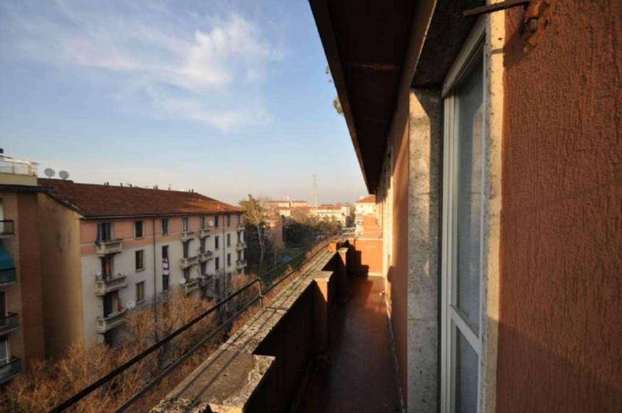 Bilocale Milano Via Tavazzano 12