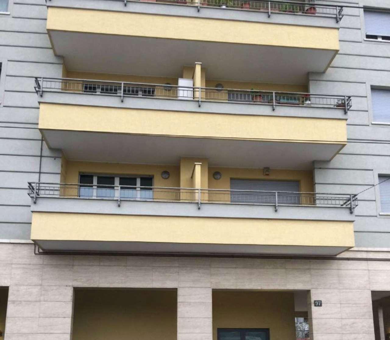 Bilocale Milano Via Lodovico Il Moro 1