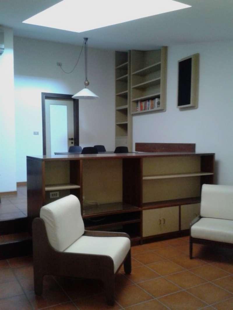 Attico / Mansarda in affitto a Bologna, 3 locali, zona Zona: 1 . Centro Storico, prezzo € 1.200 | CambioCasa.it