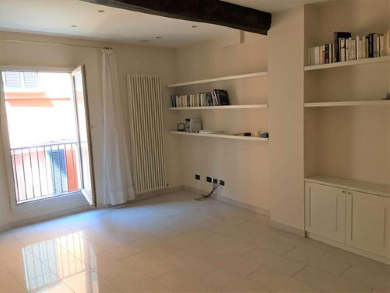 Appartamento in vendita 3 vani 72 mq.  via de' Fusari Bologna