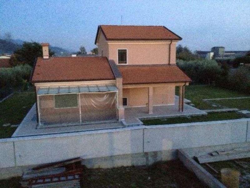 Soluzione Indipendente in vendita a Ortonovo, 6 locali, prezzo € 500.000 | Cambio Casa.it