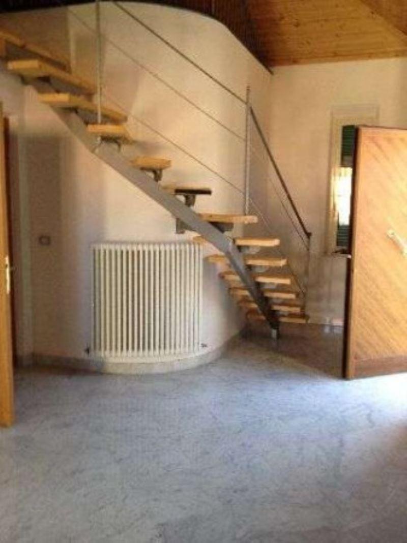 Appartamento in vendita a Sarzana, 4 locali, prezzo € 220.000 | Cambio Casa.it