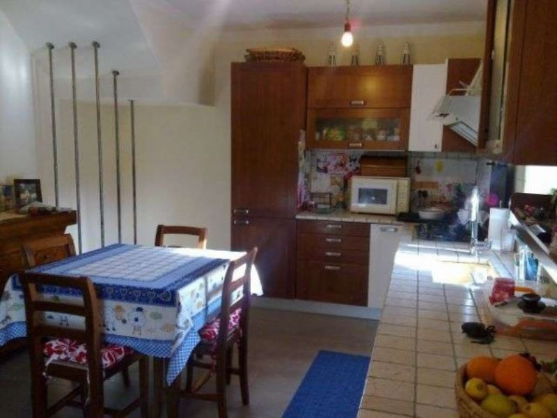 Soluzione Indipendente in vendita a Arcola, 6 locali, prezzo € 400.000 | Cambio Casa.it