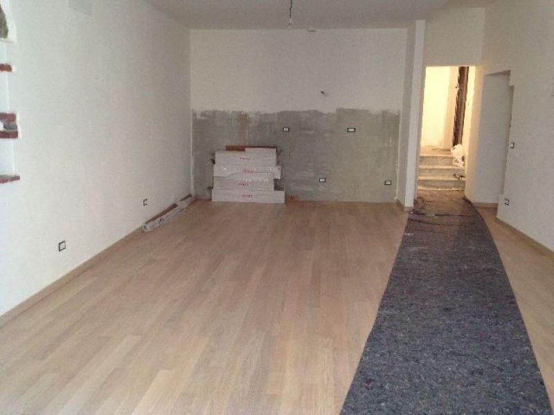Appartamento in vendita a Sarzana, 4 locali, prezzo € 290.000 | Cambio Casa.it