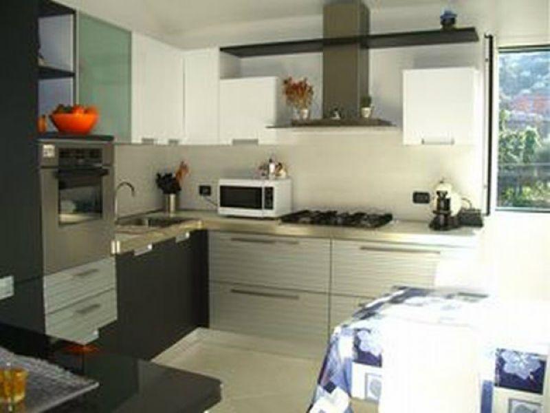Appartamento in vendita a Lerici, 4 locali, prezzo € 148.000 | Cambio Casa.it